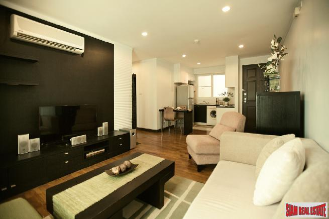 Elegant Two Bedroom Condo Located in a Low-Rise Building with City Views Near BTS  Nana