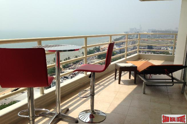 Large beautiful 2 bedroom corner unit with sea view near beach for sale - Jomtien