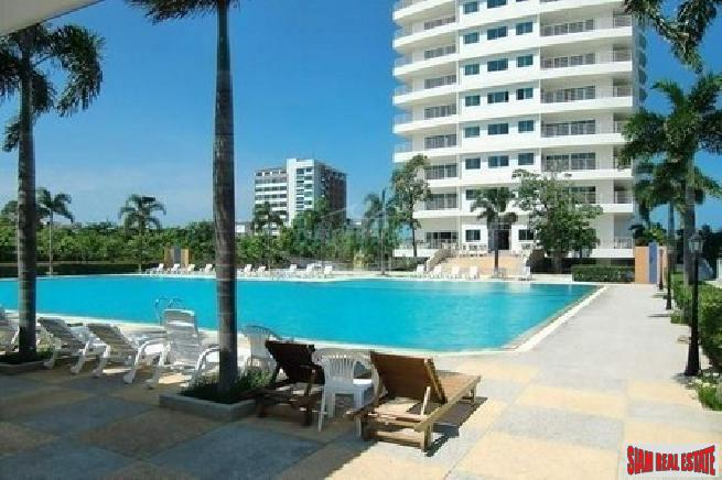 Large beautiful 2 bedroom corner unit with sea view near beach for rent - Jomtien