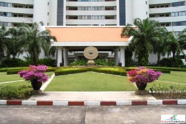 Large beautiful 3 bedroom condo in a quiet area for rent - Na jomtien