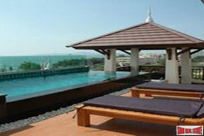 Beautiful penthouse with private pool at a convenience area near beach for sale -Jomtien