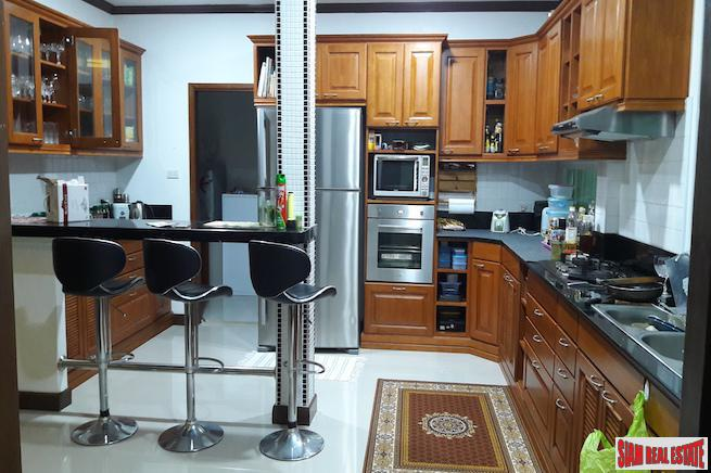 Large Three Bedroom House with 16