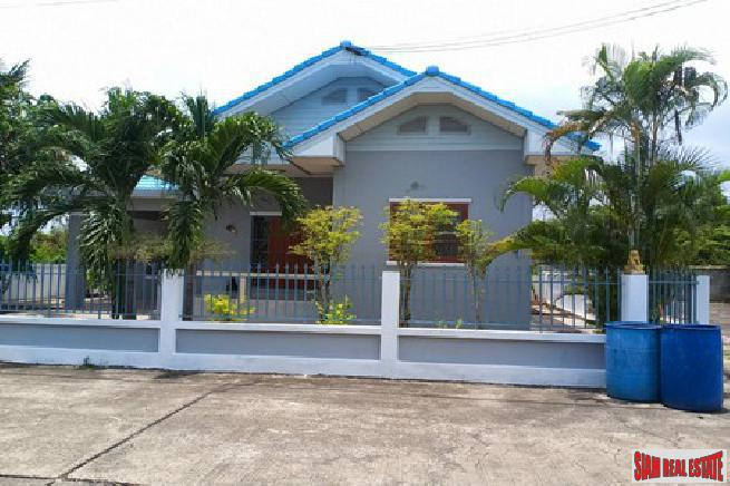 3 bedroom house in a beautiful quiet area at bang saray for sale - Bang saray