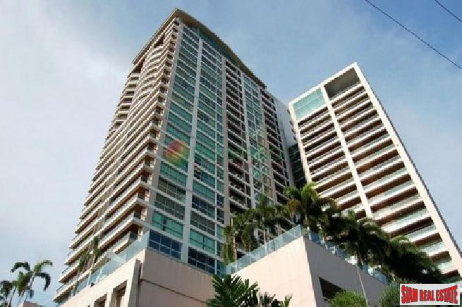 2 bedroom condo with seaview is a very convenience area  for sale - Beach road north Pattaya