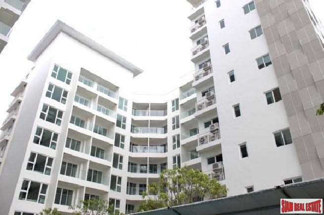 2 bedroom condo in a well maintenance development for sale - Phratamnak