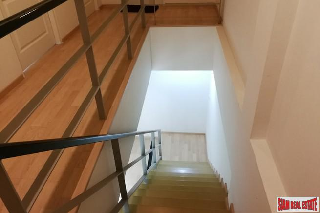 Large Unfurnished Three Storey, Three 12