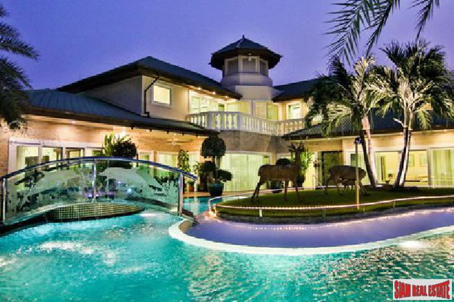 Elegant 4 big bedroom pool villa with private mooring for sale - Na jomtien