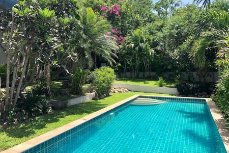 KOH SAMUI VILLA FOR SALE IN GREAT LOCATION  S1692