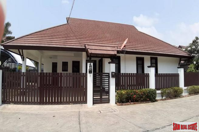 beautiful 3 bedroom and a well maintenance village for sale - East Pattaya