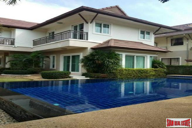 beautiful 3 bedroom pool villa with a nice decoration in at quiet area for sale - East pattaya
