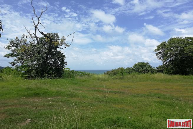 Spectacular Land Plot with Beachfront 3