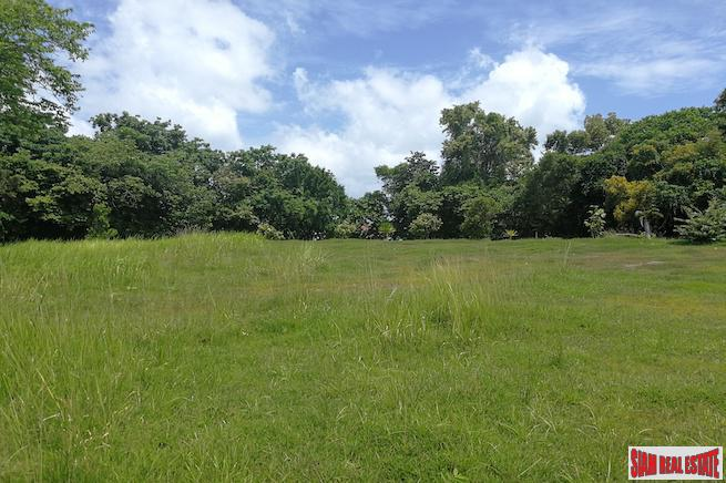 Spectacular Land Plot with Beachfront 6
