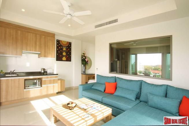 Sunny One Bedroom Condo with 3