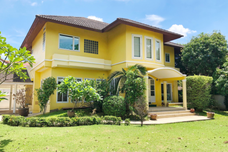 Large 4 Bed House for Rent at Thawi Watthana