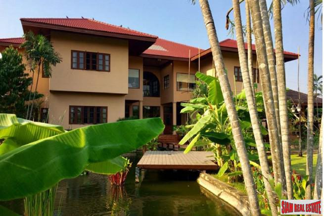 Beautiful Two Storey, Six Bedroom Modern Thai-Style House on 3 Rai of Land Near Don Muang Airport