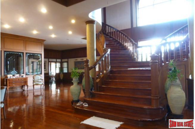 Beautiful Two Storey, Six Bedroom 13