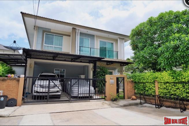 Private and Spacious Three Bedroom House with Garden at Phatthanakan 38, Suan Luang