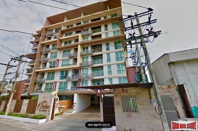 Sunny One Bedroom  for Sale in a Phrom Phong Low Rise Condo