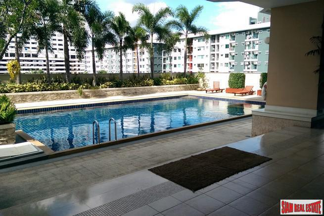 Bright and Colorful Two Bedroom for Sale a Short Distance to MRT Huai Khwang