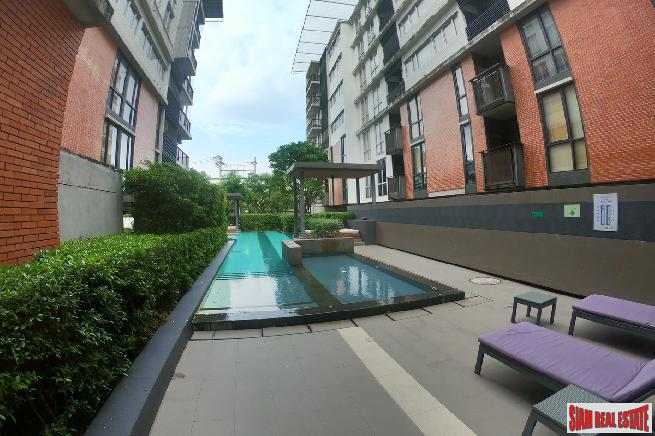 Large 1 Bed Condo for Sale in Low-Rise Building with Serene Surroundings at Sukhumvit 107, BTS Bearing