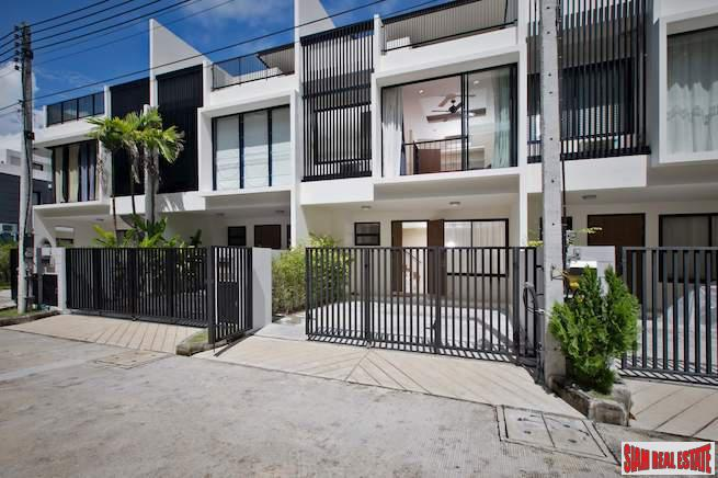 Modern Three Bedroom Townhouse with Garden Views in Laguna