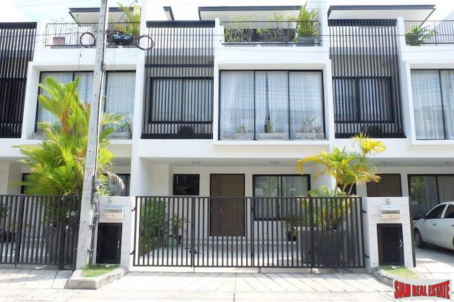 Bright & Cheerful Two Bedroom Laguna Townhome for Sale