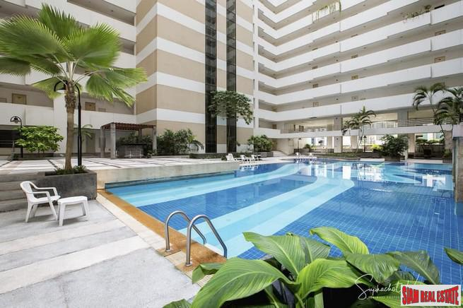 The Regent Royal Place 2 | Extra Large One Bedroom Condo for Sale Close to Lumpini Park and BTS Ratchadamri