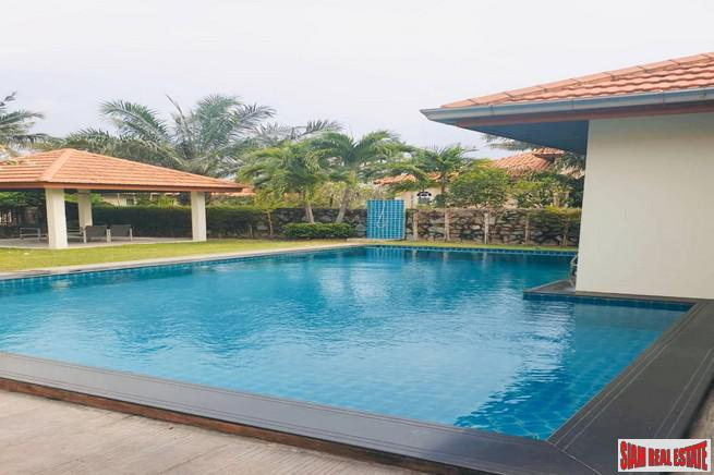 Whispering Palms - Large Four Bedroom Family Home with Private Swimming Pool in East Pattaya