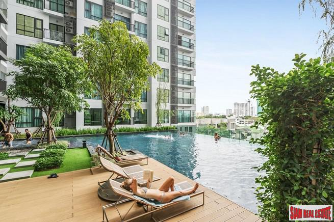 Rhythm Sukhumvit 36 | Comfortable One Bedroom Thong Lo Condo for Rent with City & Pool Views