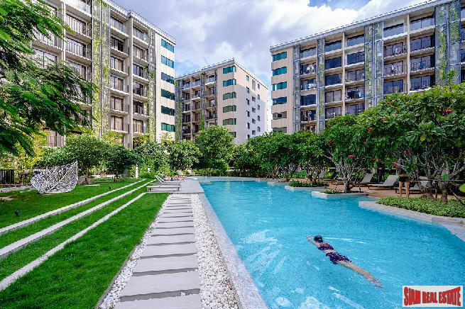 Blossom Condo @ Sathorn - Charoenrat | City and Temple Views from this New 2 Bed Corner Unit on the Top Floor