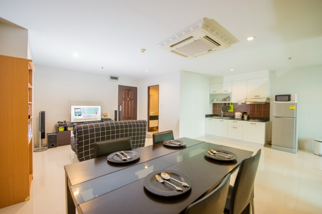 Sukhumvit Living Town | Spacious 60sqm 1BR in heart of City near MRT/Airport Link and Restaurants