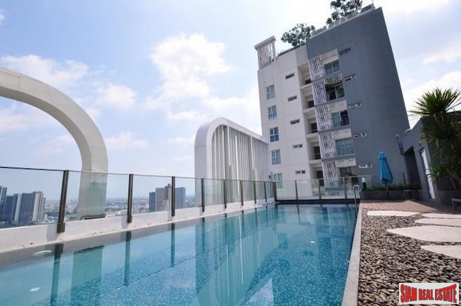 Aspire Sukhumvit 48 | Bright & Spacious Two Bedroom Corner Unit for Sale in Phra Khanong