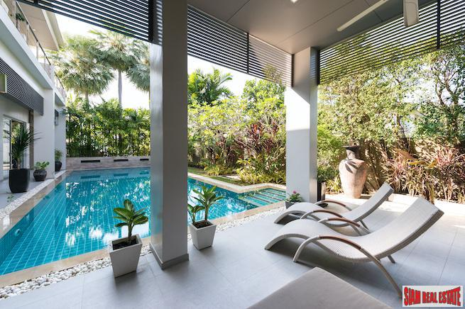 Private and Spacious Pool Villa 11