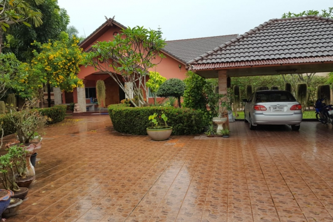 Private 3 Bed Pool Villa on 1 Rai of Land at East Pattaya