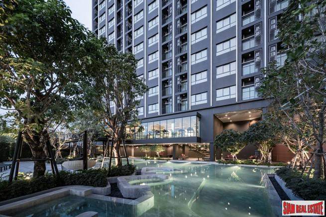 Newly Completed High-Rise at New Rama 9 Area on Ramkhamhaeng Road 9 Close to MRT by Leading Thai Developers - Studio Units - Up to 10% Discount!