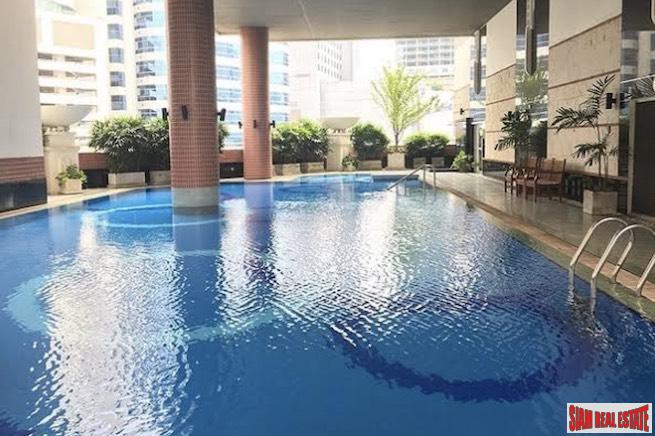 CitiSmart Sukhumvit 18 | Sunny Two Bedroom Condo for Rent in a Central Asok Location