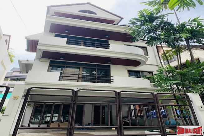 Large Four Bedroom Four Storey Pet Friendly House for Rent with Small Garden in an Excellent Sukhumvit Phrom Phong  Location