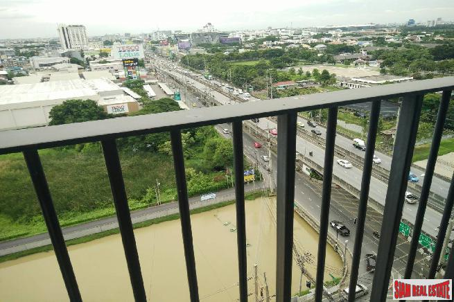Grene Condo Chaengwattana | 2 Bed Fully Furnished Corner Unit on the 16th Floor with Open Views