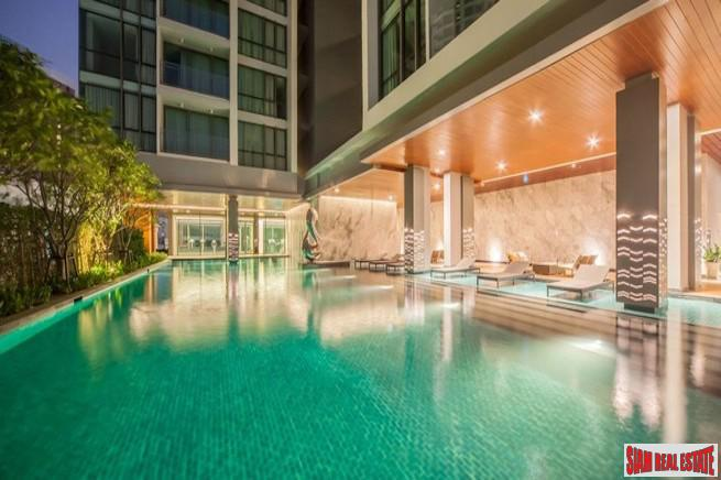The Room Sukhumvit 69 | One Bedroom Condo for Sale with Pool Views and 100 m. to BTS Thong Lo