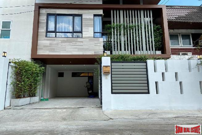 Newly Renovated Three Bedroom Detached Two Storey House for Rent Near BTS Ekkamai