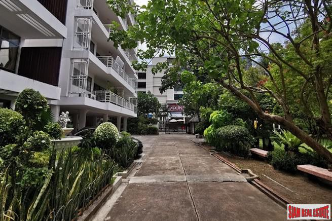 Pet Friendly Three Bedroom Condo with Green Garden Views for Rent in Ekkamai