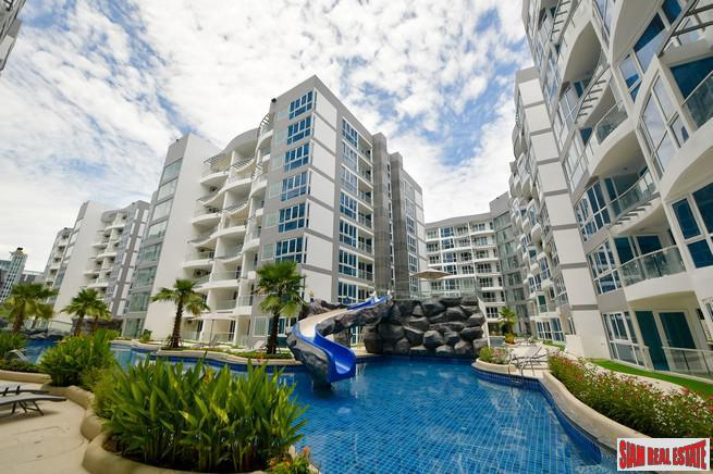Grand Avenue Residence Pattaya | Quality Two Bedroom Condo with Pool & City Views for Sale in Central Pattaya