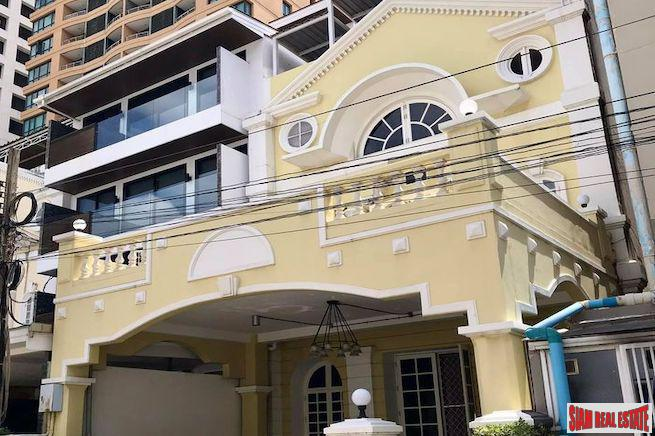Four Bedroom Langsuan Townhouse for Rent in a Prime Location Near BTS Chit Lom
