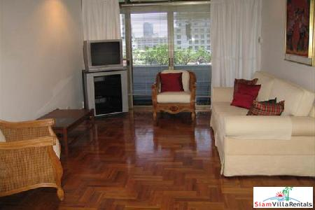 Ruamrudee Garden House |  Three Bedroom Condo a Few Minute Walk to Ploenchit BTS