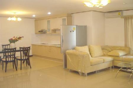 A beautiful fully furnish 2 bedroom is in a mid sukhumvit