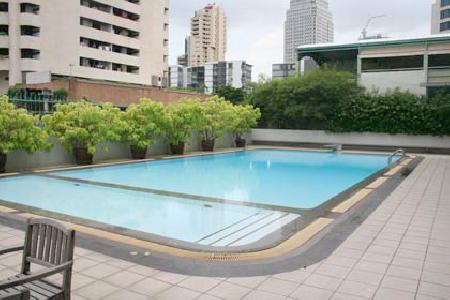 A Spacious 3 Bedroom & Newly Renovated Apartment In Sukhumvit 18