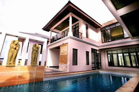 Luxury 4 Bedroom House with Sea-Views and a Private Swimming Pool For Rent at Rawai, Phuket