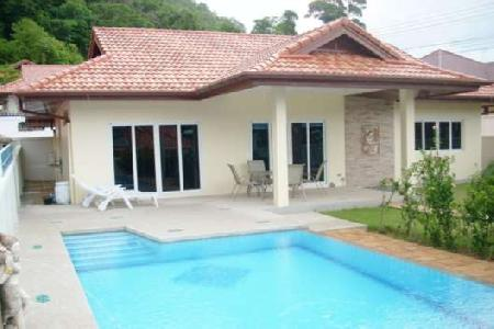 3 Bedroom Villa with a swimming Pool for Long Term Rental at Nai Harn