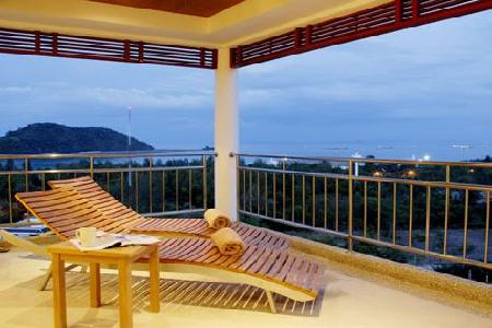Sea-View Penthouse Apartment within a Development For Rent at Cape Panwa