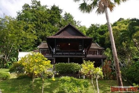 3 bedroom Thai style Villa, Patong